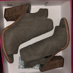 Vince Camuto booties - NEVER WORN